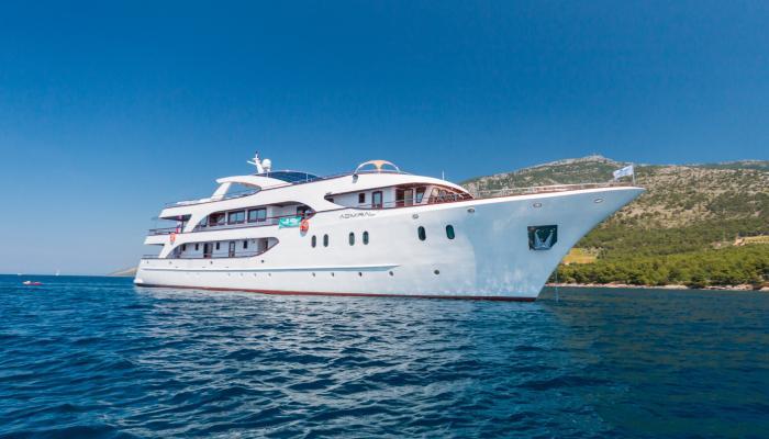 Deluxe kruzer MV Admiral