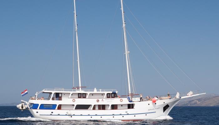 Premium kruzer MV Jadranska Kraljica