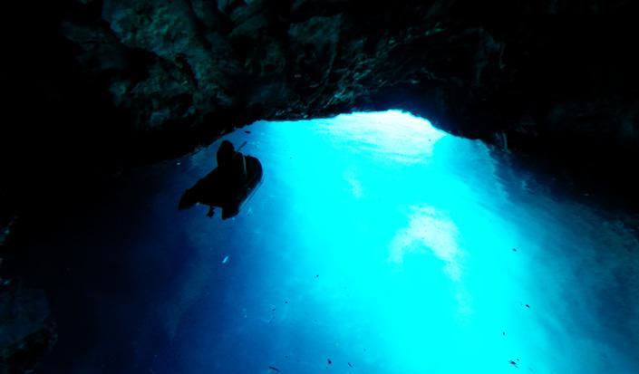 Nestvarna ljepota Modre spilje na otoku Biševu