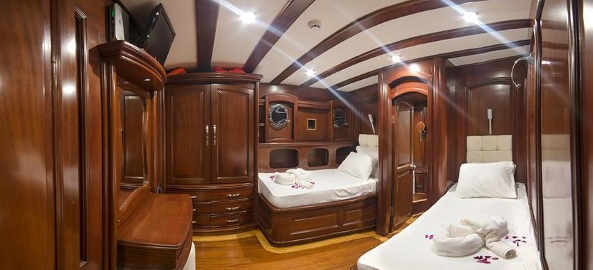 motorni jedrenjak BELLA MARE
