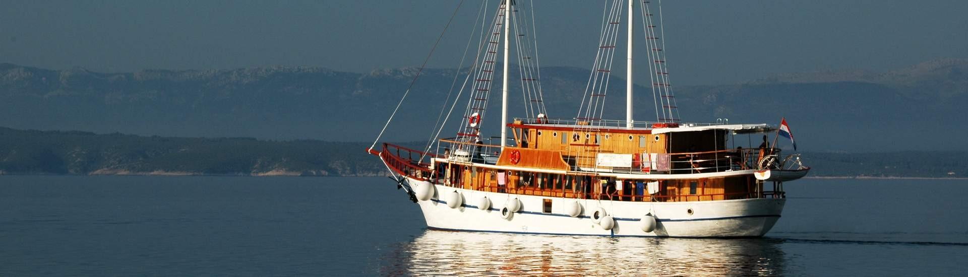 Guleti i motorni jedrenjaci