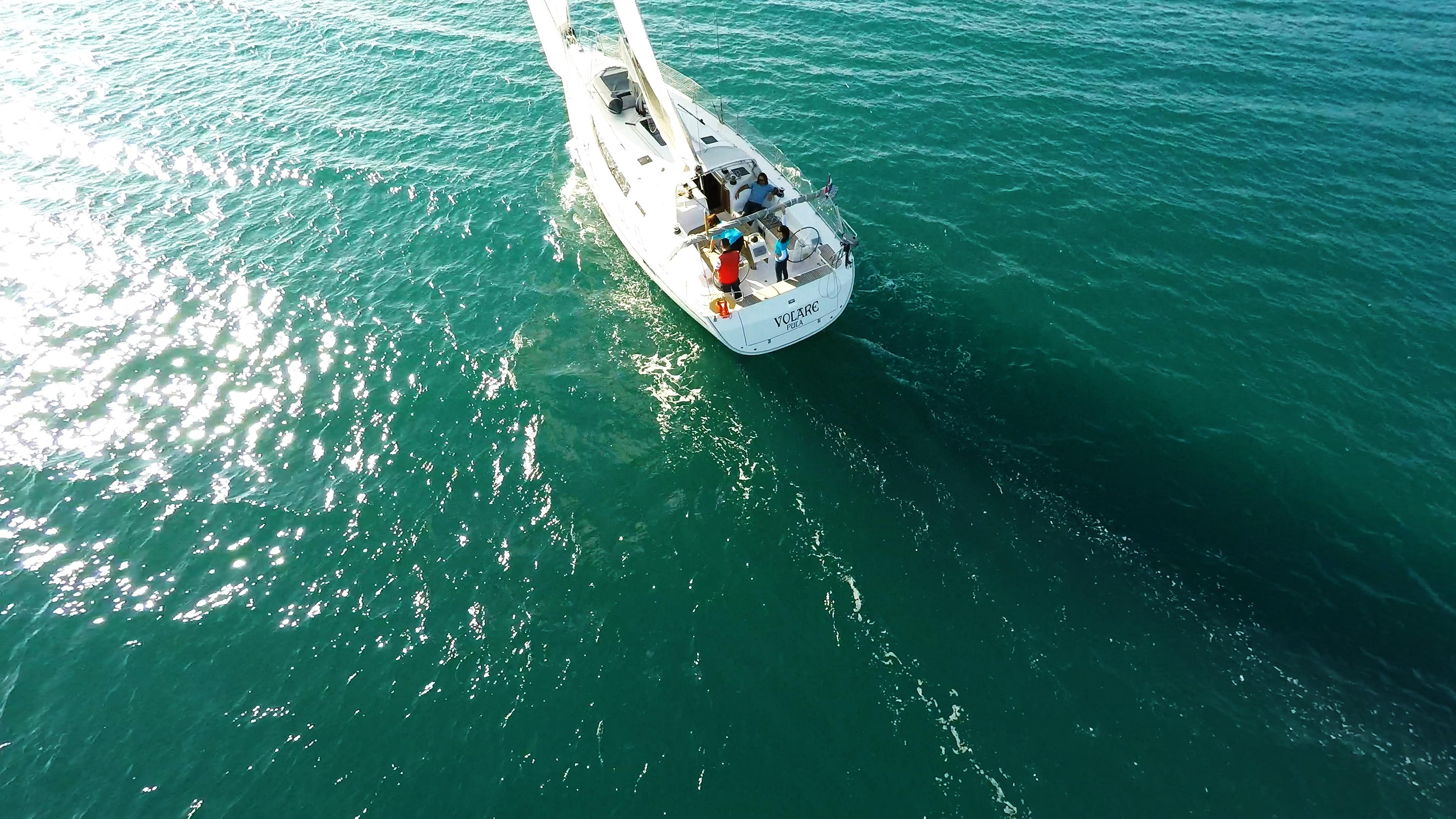 jedrilica jedrona moru