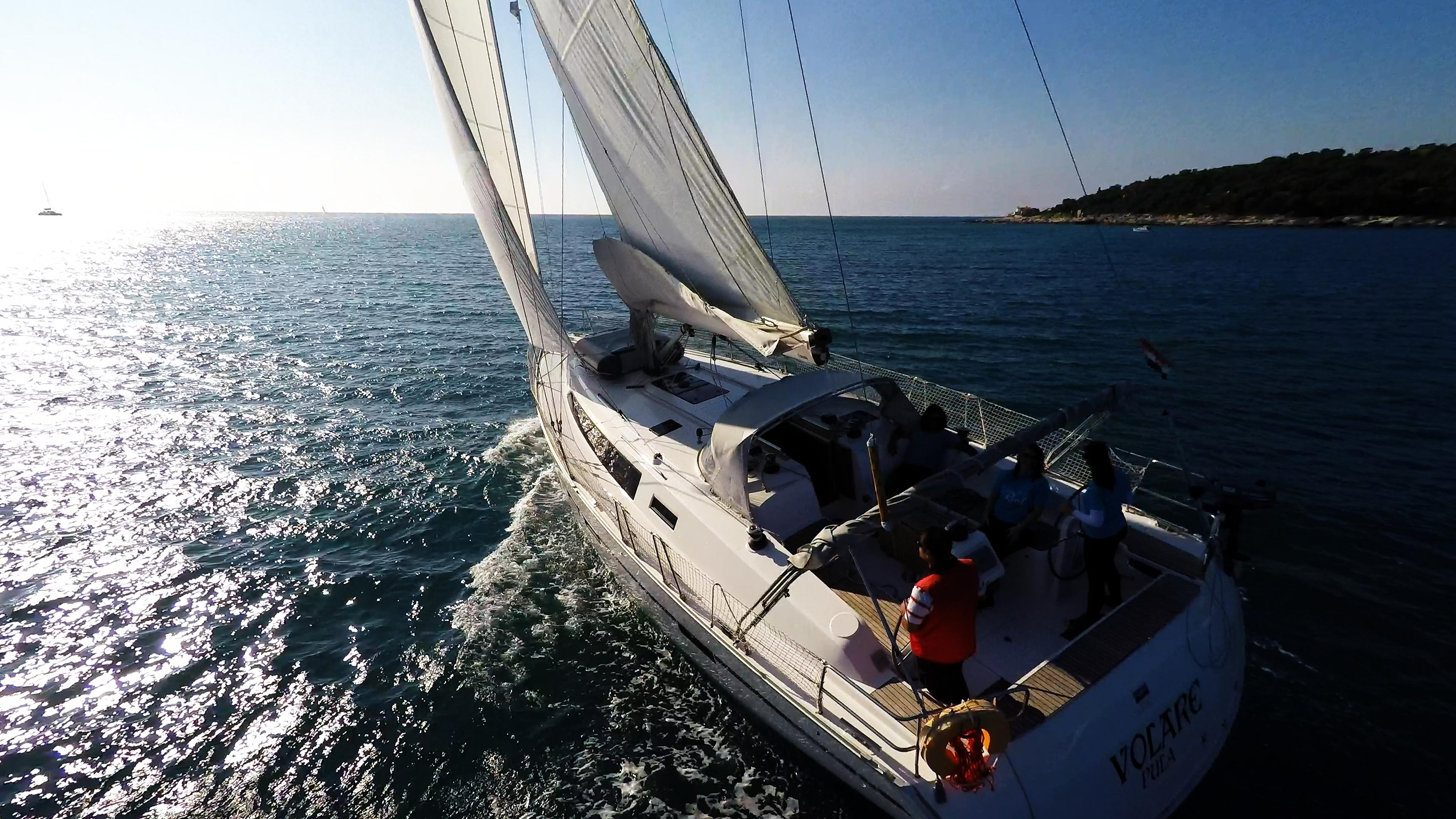 jedrilica vjetar jedro jedrilica bavaria 46 skiper kokpit