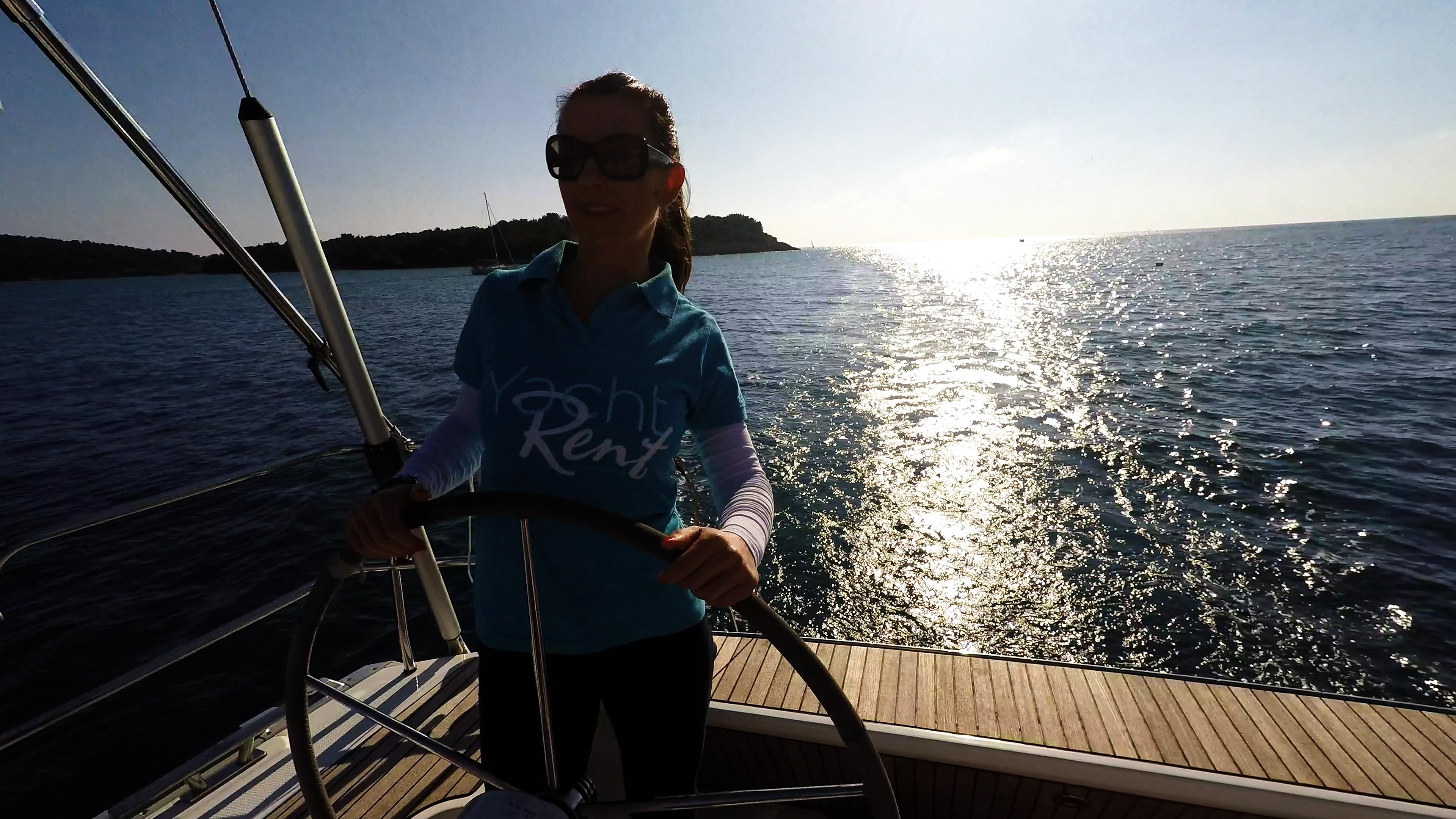 skiper žena kolo timuna jedrilica