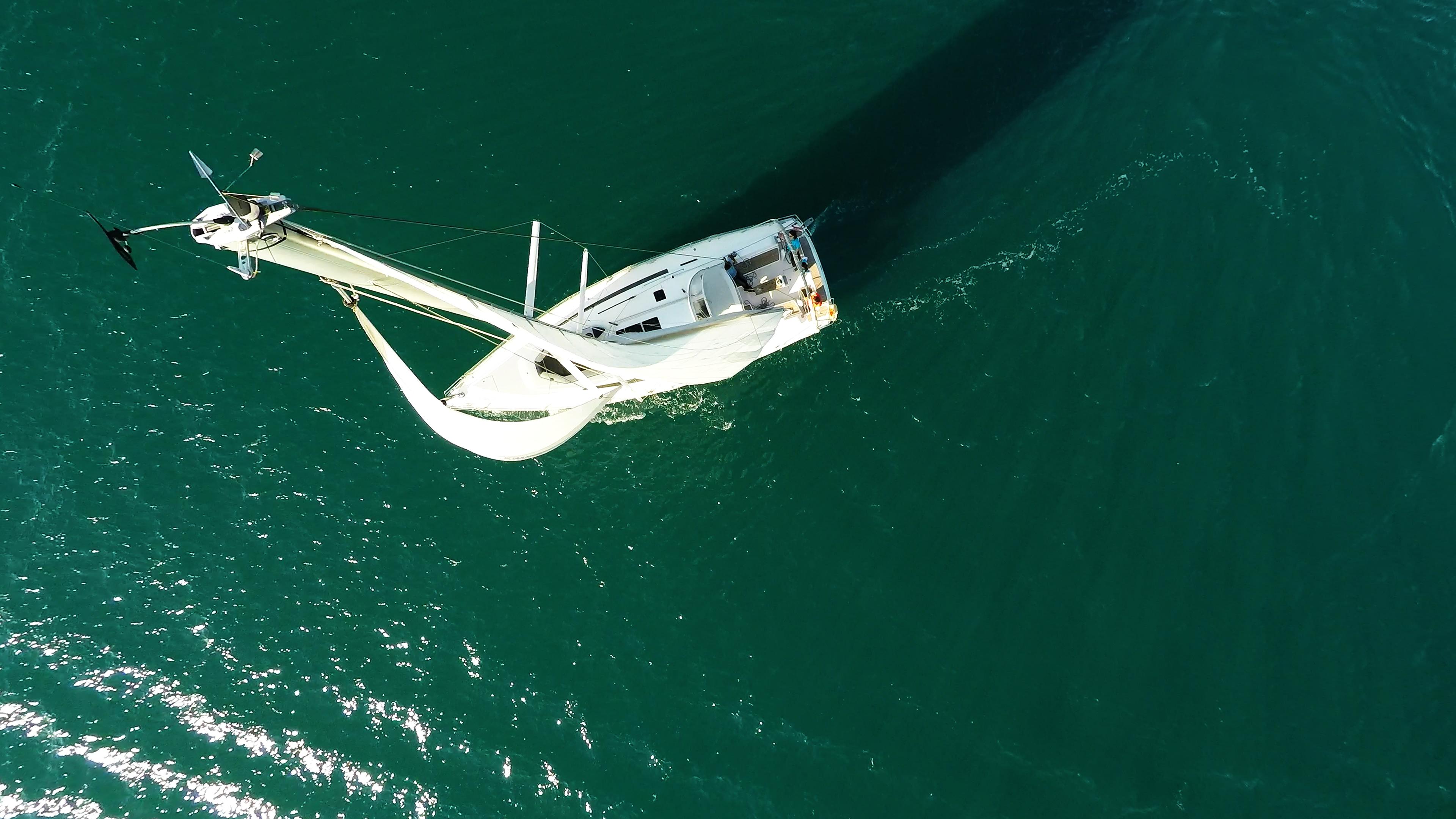 vrh jarbola jedro čamac paluba kokpit jedrilica