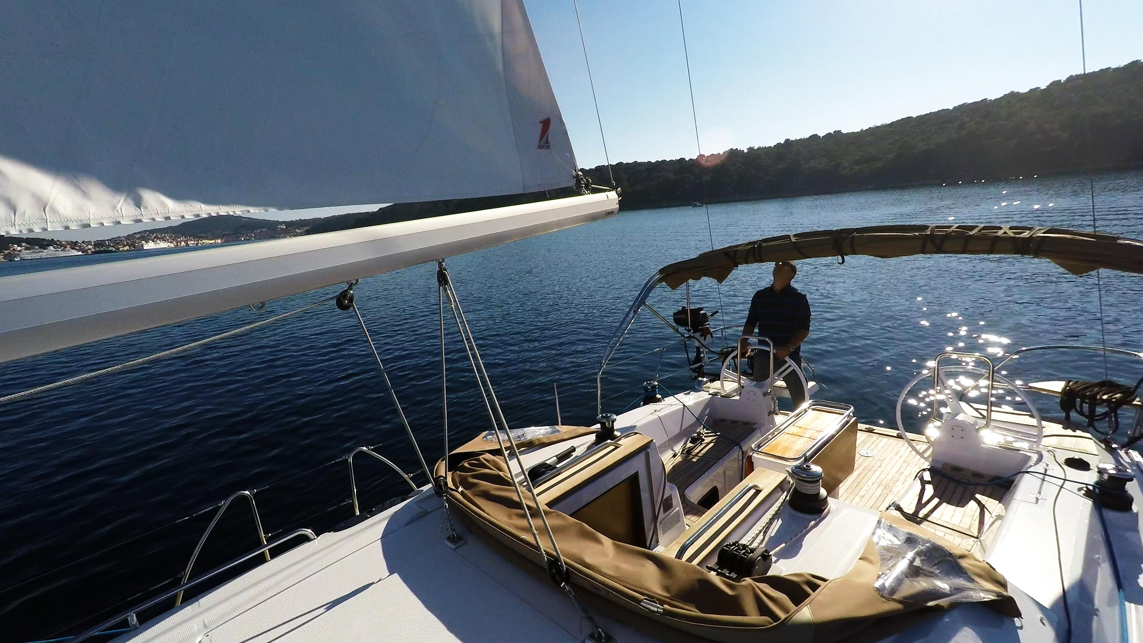 skiperu kokpit kolo timuna jedrilica elan 45 impression