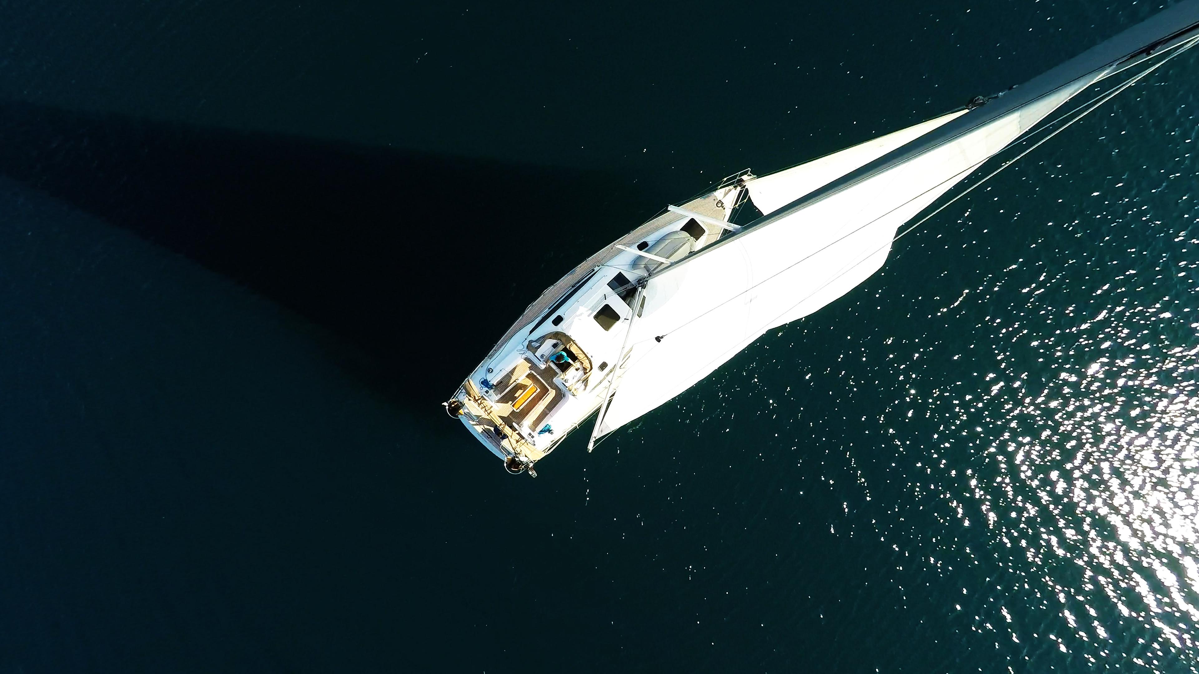 pogled iz zraka jedrilica jedrilica elan 45 impression jedra