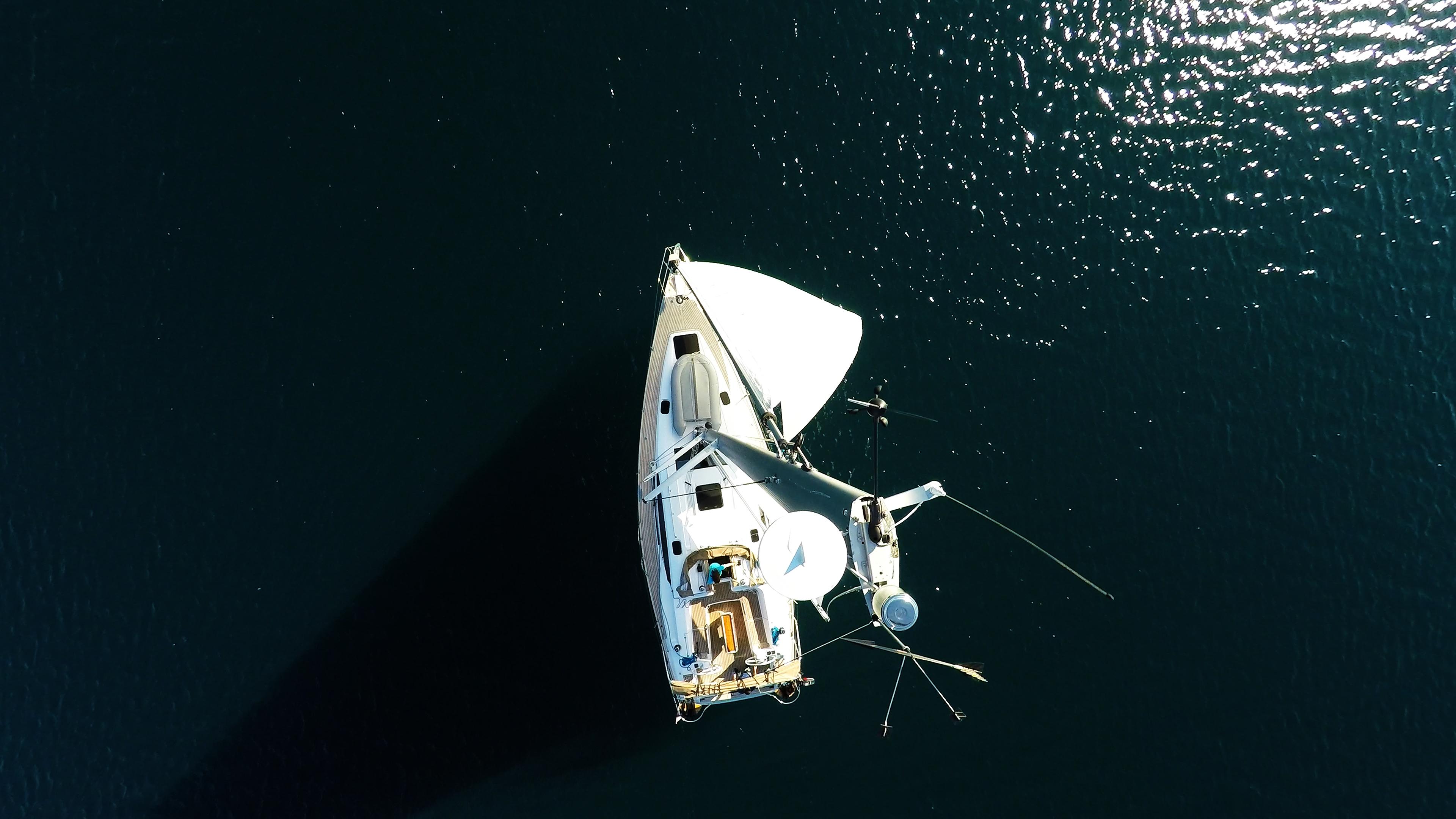 pogled s vrha jarbola jedrilica elan 45 impression tikova paluba jedra