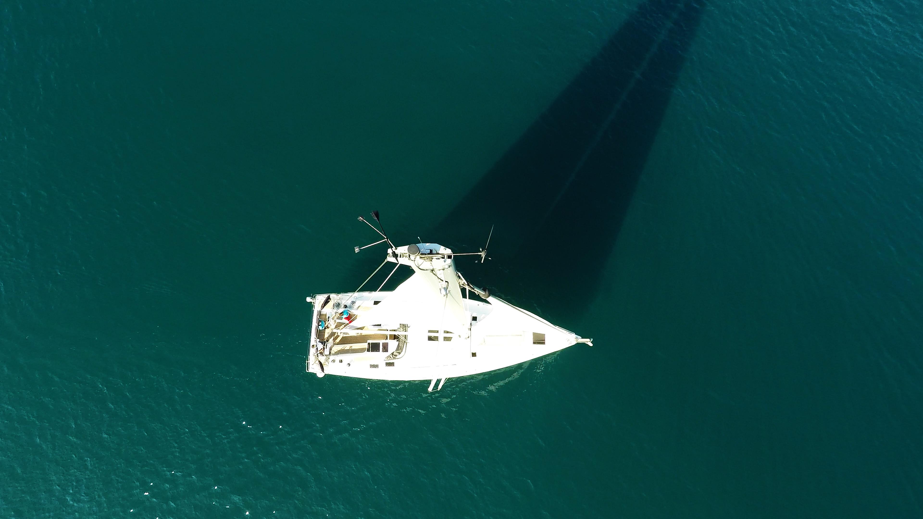 vrh jarbola jedra snast paluba od jedrilice more Hanse 505