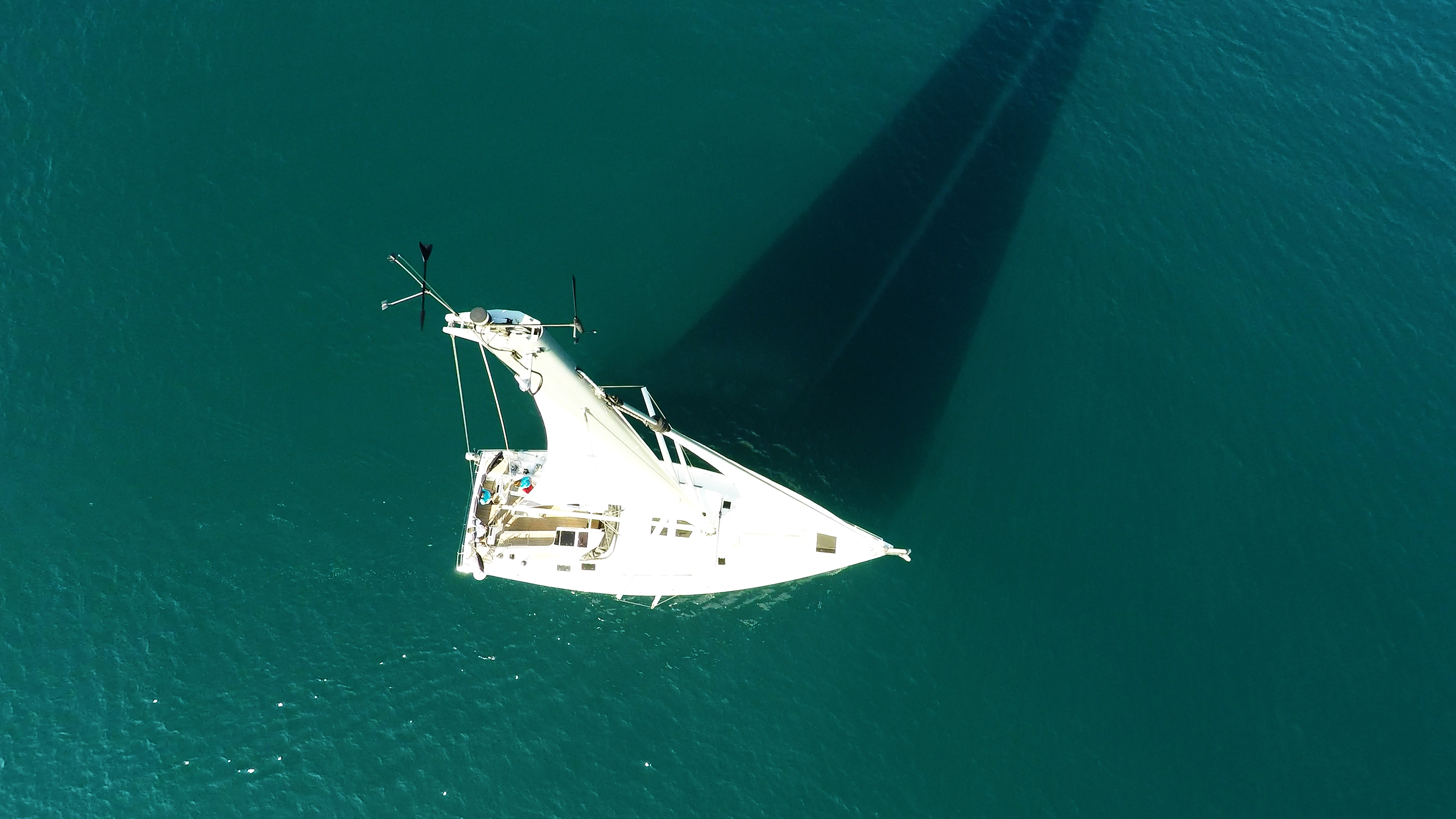 vrh jarbola okomiti perspektiva nadir jedrilica Hanse 505 paluba kokpit more jedrilica čamac