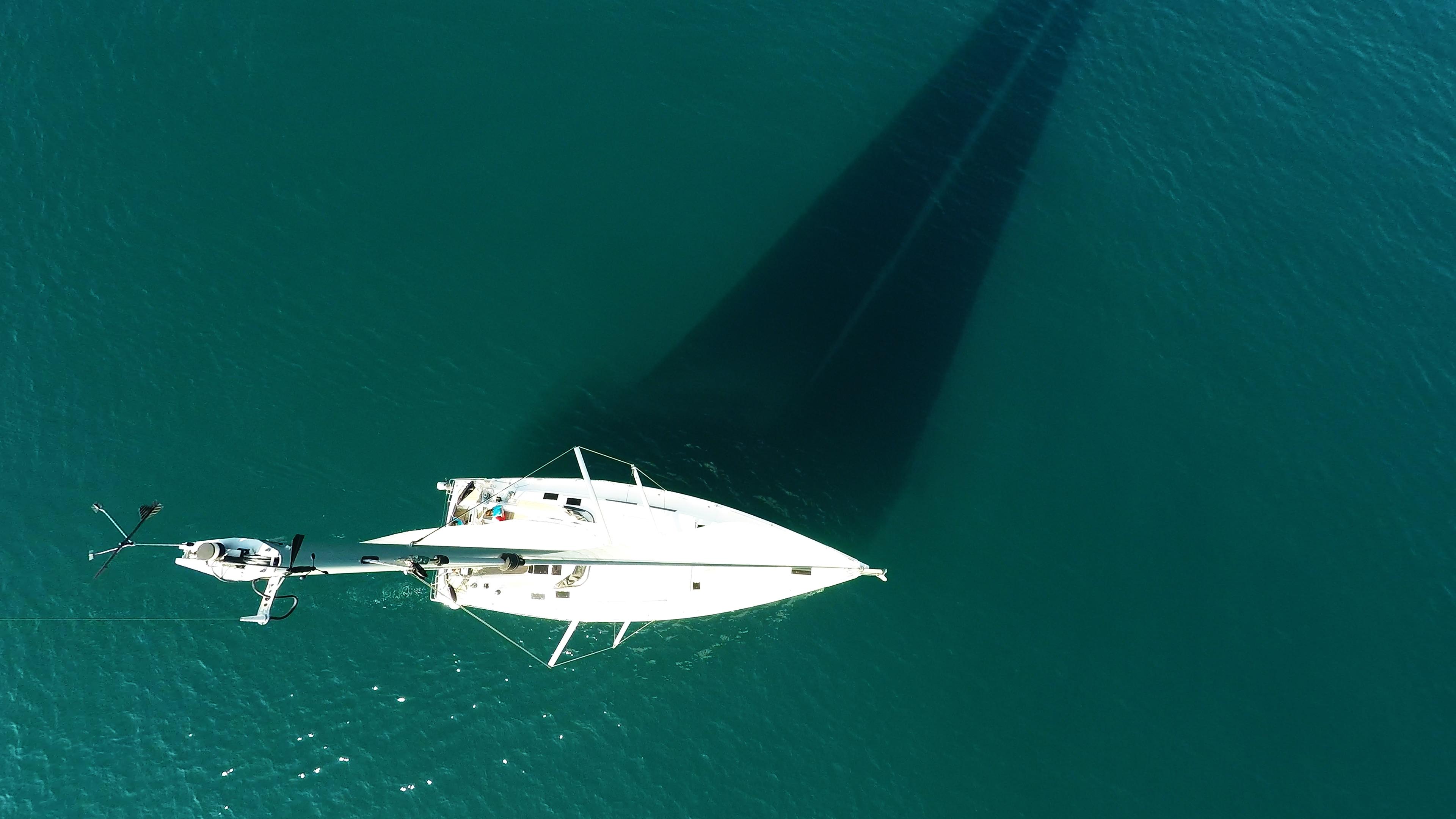 vrh jarbola indikator vjetra jedrilica Hanse 505 jedrenje more paluba