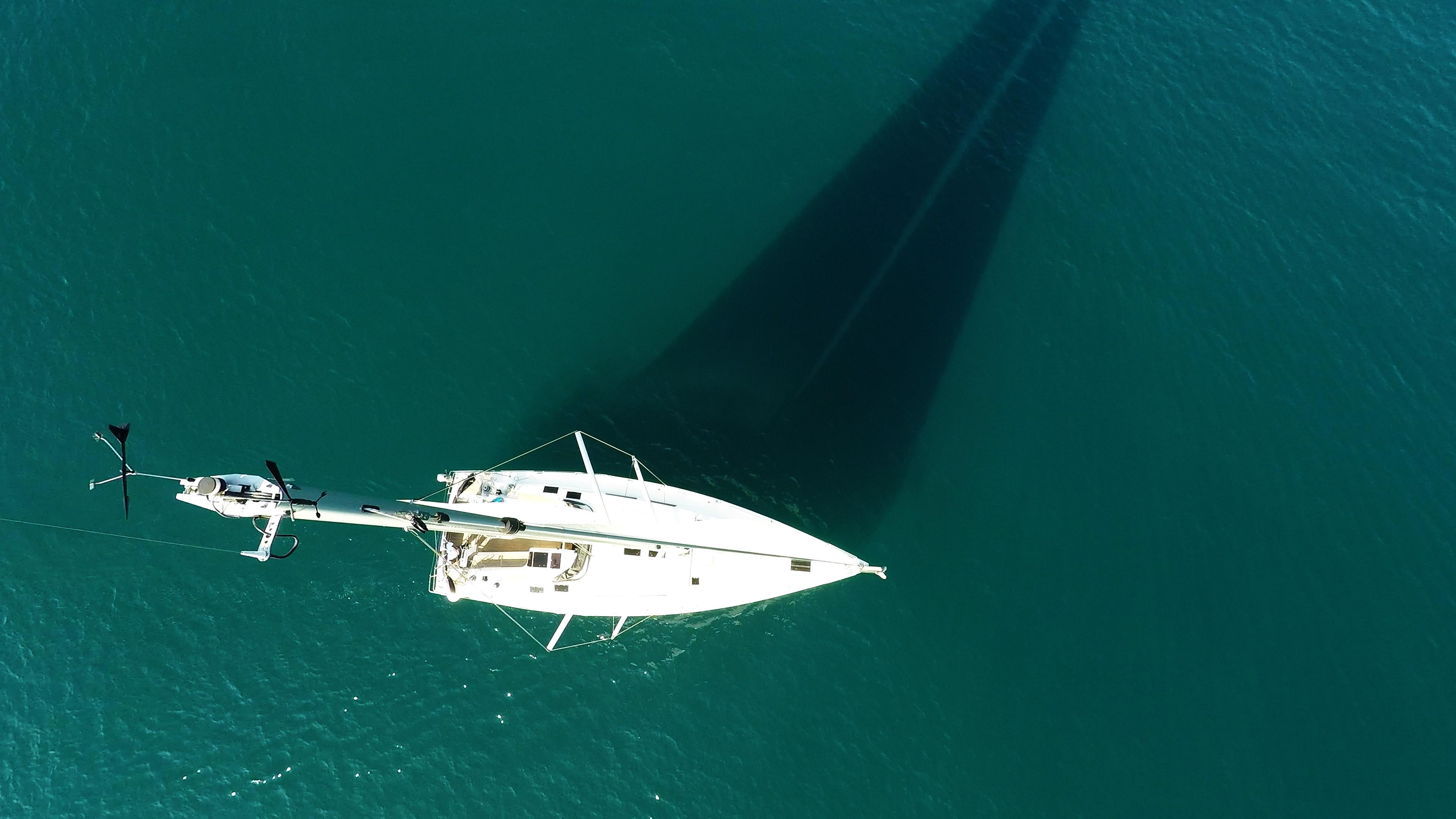vrh jarbola indikator vjetra jedrilica Hanse 505 jedra paluba genova more