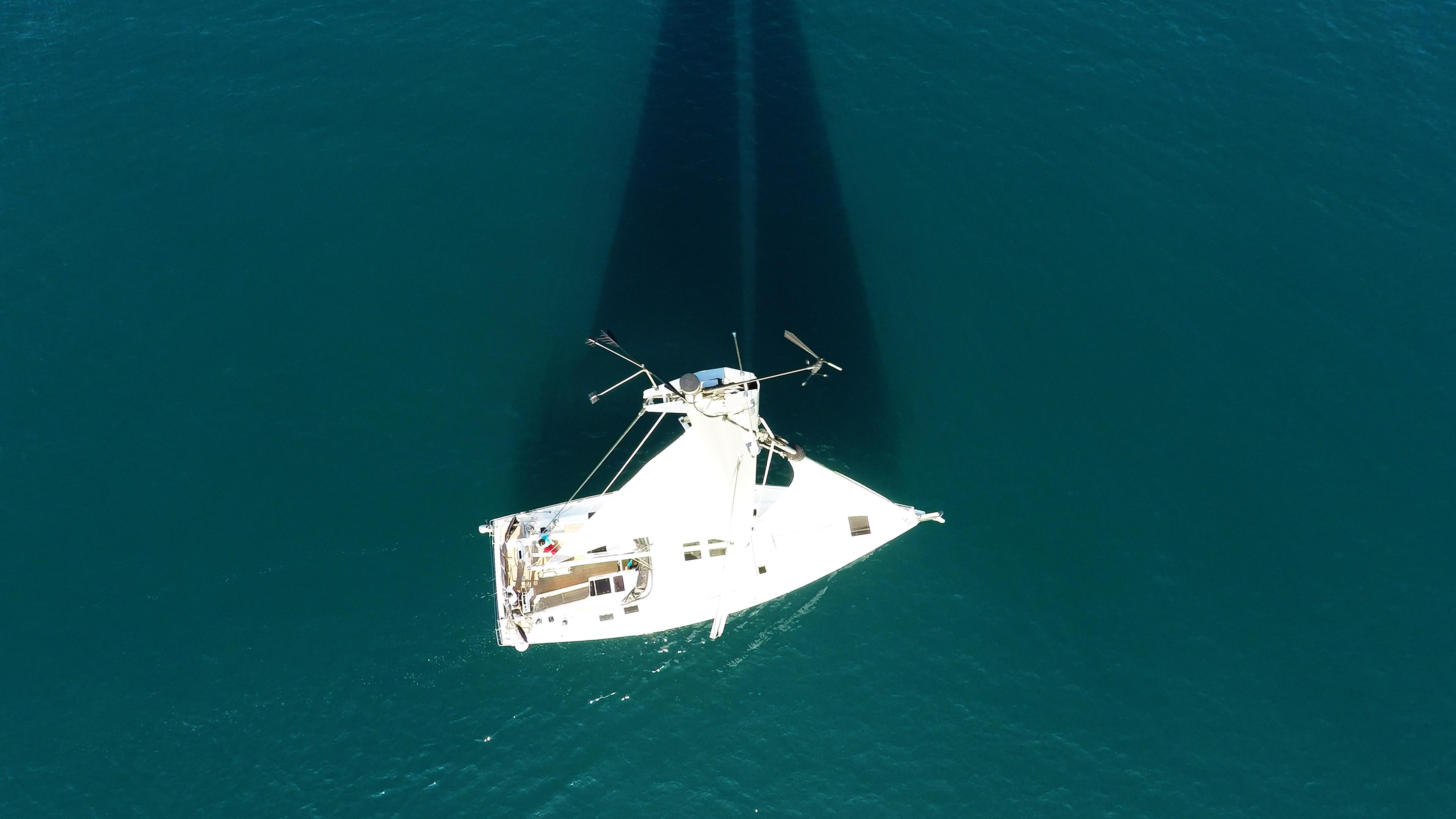 indikator vjetra vrh jarbola paluba od jedrilice more jedra čamac